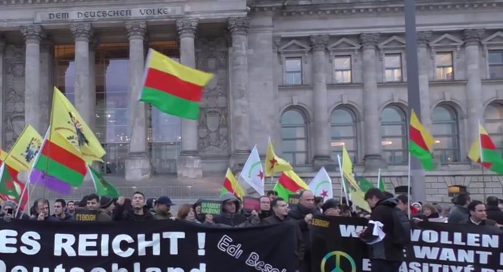 Berlin'deki Almanya Federal Meclisi (Bundestag) önünde düzenlenen 'Artık yeter-Es reicht-Edi Bese' eylemi