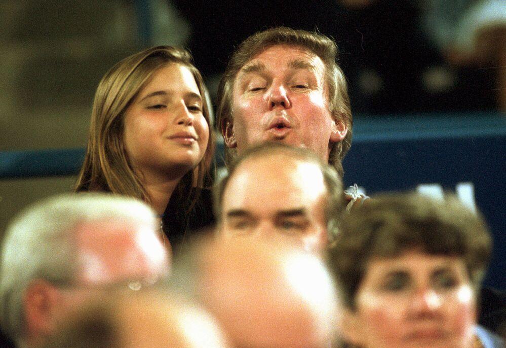 Donald Trump kızı İvanka ile beraber tenis maçında, 1994.