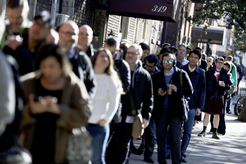 New York'taki oy verme istasyonlarının önünde kuyruk oluştu.