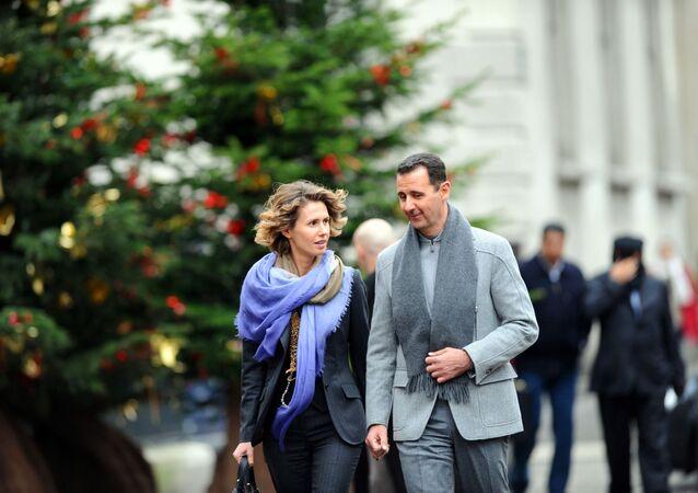 Suriye Devlet Başkanı Beşar Esad, eşi Esma ile birlikte Paris'te.