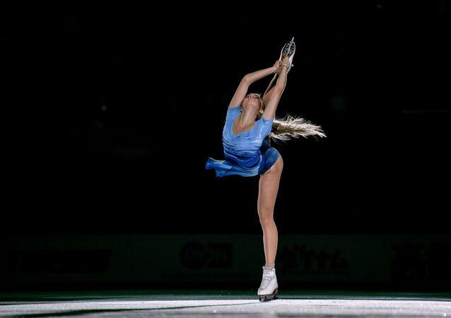 Rus vatandaşı Yelena Radionova Moskova'da düzenlenen artistik patinaj Grand Prix yarışmasının üçüncü aşamasında.