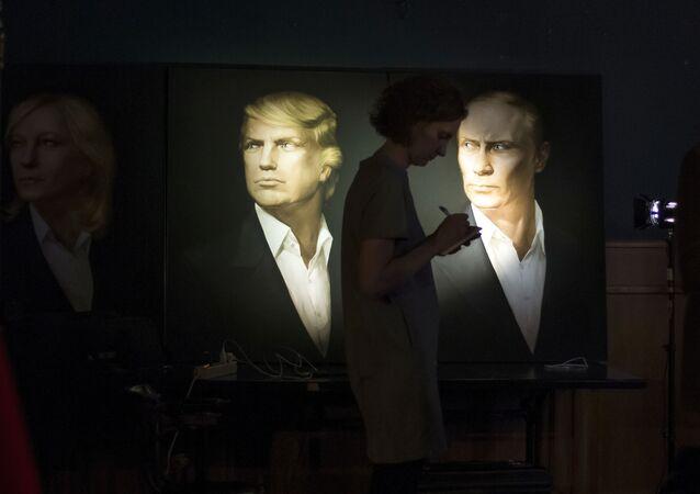 ABD'nin 45. Başkanı Donald Trump ve Rusya Devlet Başkanı Vladimir Putin'in Moskova'da bulunan Union Jack barındaki portreleri.