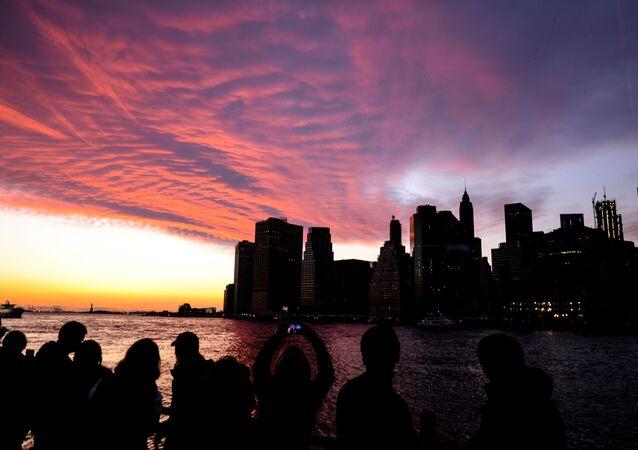 New York'ta Brooklyn tarafından Manhattan'a doğru manzara.
