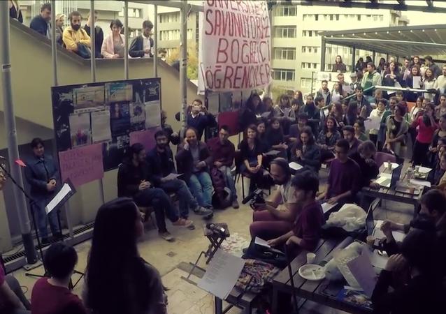 Boğaziçi Üniversitesi öğrencilerinden KHK şarkısı