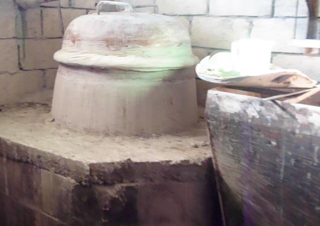 Suriyeliler tüm tehlikelere rağmen evlerinde şarap ve rakı üretiyor