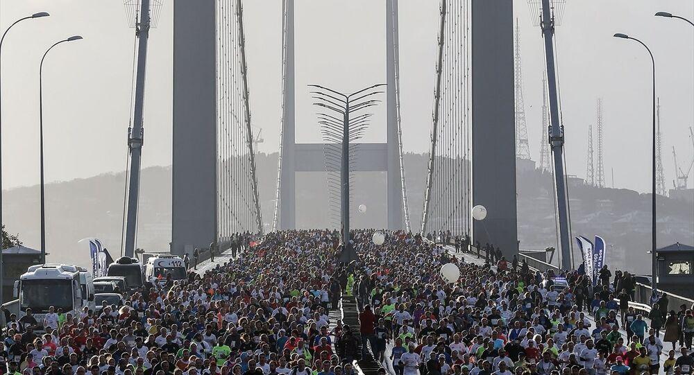 Vodafone İstanbul Maratonu'na katılanlar 15 Temmuz Şehitler Köprüsü'nü doldurdu