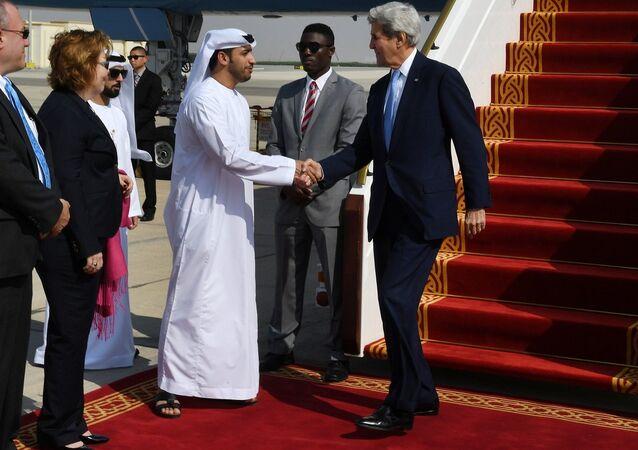 ABD Dışişleri Bakanı John Kerry, BAE'nin başkenti Abu Dabi'ye geldi.