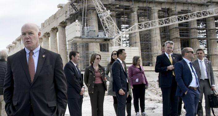 Obama, Akropolis hakkında bilgi alırken ekibi de kendisini bekledi.
