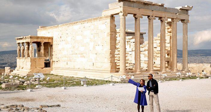 Banou, Obama'ya Akropolis gezisinde rehberlik etti.