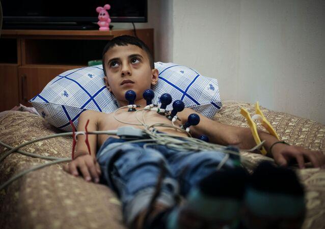 St.Petersburg'daki hastanede tedavi edilen Suriyeli çocuk