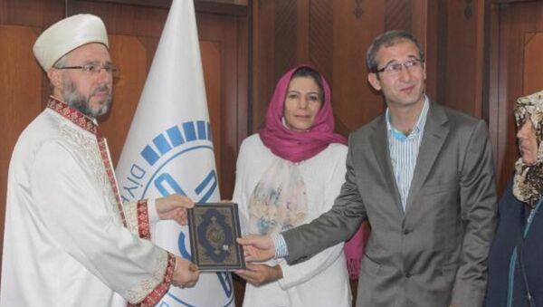 Brezilya vatandaşı olan Nunes Do Nascımento Ana, Kayseri Müftülüğü'nde düzenlenen tören ile Müslüman oldu. - Sputnik Türkiye