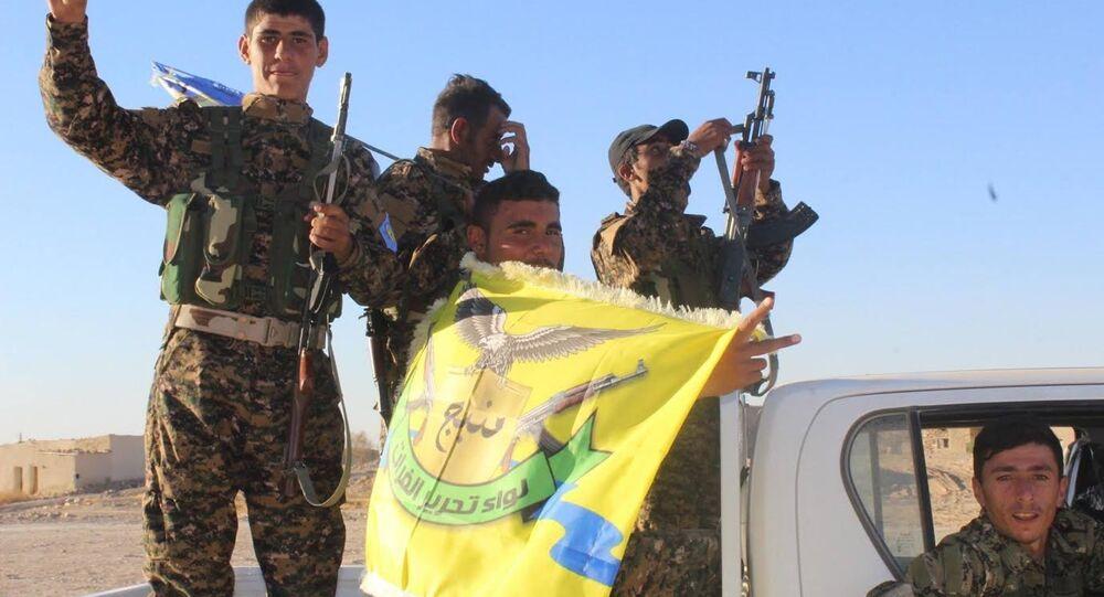 PYD'ye yakın Demokratik Suriye Güçleri de Türkiye destekli ÖSO gibi El Bab bölgesine yönelik operasyon başlattı.