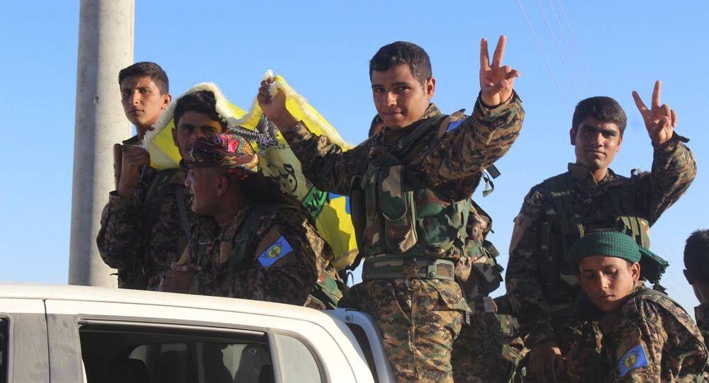 ÖSO komutanlarından Efrini, son 2 gündür El Bab çevresinde bir çok köyü alarak Afrin'den Kobani yönüne 12 kilometre kalacak şekilde yaklaştıklarını söyledi.