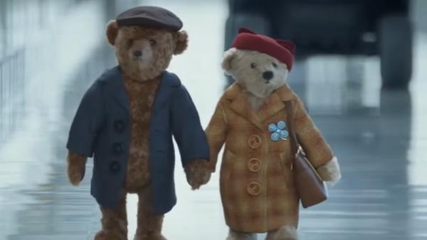 Noel'e yaklaşırken İngiltere'nin başkenti Londra'daki Heathrow Havalimanı, 'göz yaşartan' bir reklam yayınladı. - Sputnik Türkiye