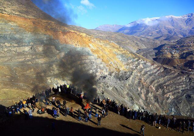 Siirt Şirvan'da özel bir bakır maden ocağında heyelan meydana geldi.