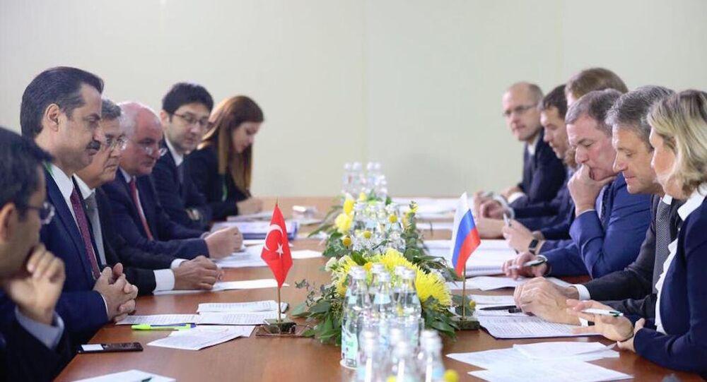 Türkiye Gıda Tarım ve Hayvancılık Bakanı Faruk Çelik, Rusya Başbakan Yardımcısı Arkadiy Dvorkoviç ve Rusya Tarım Bakanı Aleksandr Tkaçev ile bir araya geldi.