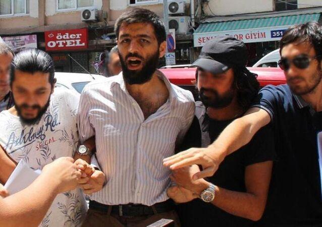 Adana Merkez Sabancı Camisi'nde 1 Temmuz'da cuma hutbesi okunduğu sırada minbere çıkarak Üzerimde bomba var diye bağıran tutuklu Mahmut Kılıçaslan hakkındaki soruşturma tamamlandı.