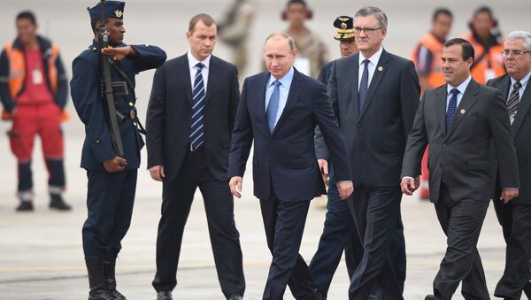 Russia's President Vladimir Putin walks upon arrival at Jorge Chavez International Airport in Lima to attend the Asia-Pacific Economic Cooperation (APEC) Summit on November 19, 2016 - Sputnik Türkiye