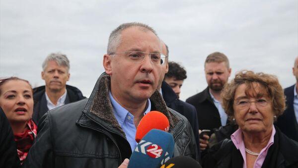 Avrupa Sosyalistleri Partisi (PES) başkanlığındaki heyetin, Edirne F Tipi Cezaevinde tutuklu bulunan HDP Eş Genel Başkanı Selahattin Demirtaş ile görüşmesine izin verilmedi. PES Genel Başkanı Sergey Stanişev, AA muhabirinin, sorularını yanıtladı. - Sputnik Türkiye