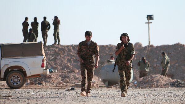Rakka'nın kuzeyindeki Demokratik Suriye Güçleri (DSG) - Sputnik Türkiye