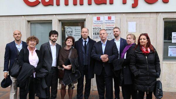 Avrupalı parlamenterler, Cumhuriyet gazetesini ziyaret etti. - Sputnik Türkiye