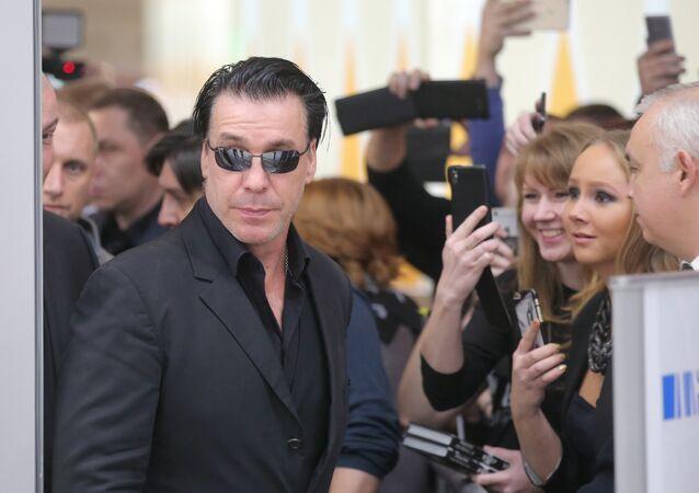 Rusya'da son derece popüler olan Alman metal müzik grubu Rammstein'ın solisti Till Lindemann, şiir kitabının tanıtımı için Moskova'ya gitti.