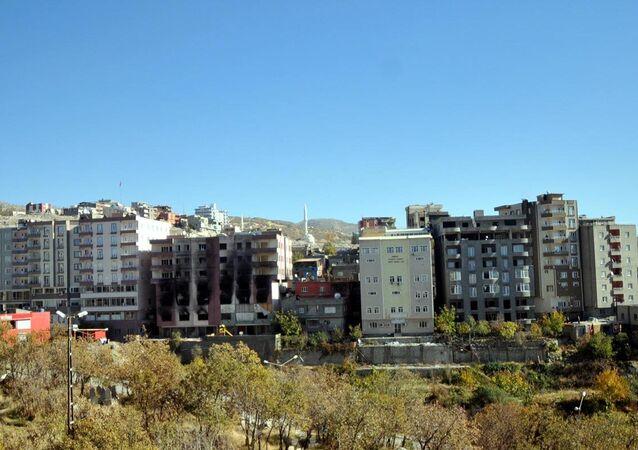 Şırnak'ta, sokağa çıkma yasağının 14 Kasım tarihinde kısmen kaldırılmasının ardından çevre il ve ilçelere göç edenlerin dönmeleri ile başlayan konut ihtiyacı, kira fiyatlarının en az yüzde 100 artmasına yol açtı