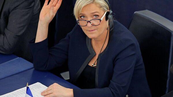 Avrupa Parlamentosu'nda Türkiye'nin AB üyeliğiyle ilgili düzenlenen oturuma Fransa'da aşırı sağcı Ulusal Cephe Partisi'nin (FN) lideri Marine Le Pen de katıldı. - Sputnik Türkiye