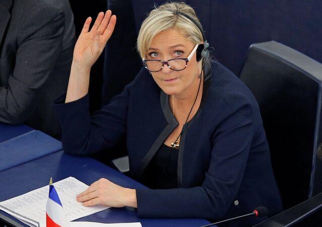 Avrupa Parlamentosu'nda Türkiye'nin AB üyeliğiyle ilgili düzenlenen oturuma Fransa'da aşırı sağcı Ulusal Cephe Partisi'nin (FN) lideri Marine Le Pen de katıldı.
