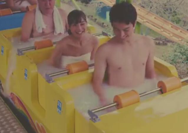 Japonya'nın kaplıcalarıyla ünlü Beppu kentinde termal luna park kuruldu. Projenin tanıtım videosunda insanların sıcak su tankları içinde atlı karıncaya bindiği görüldü.