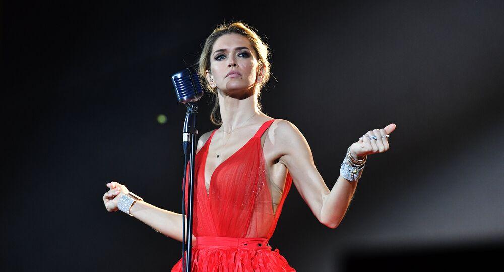 Şarkıcı Vera Brejneva