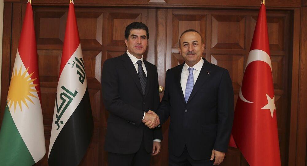 Çavuşoğlu, Türkiye'ye ziyarette bulunan IKBY Başbakanı Barzani ile Dışişleri Bakanlığı Resmi Konutu'nda bir araya geldi.