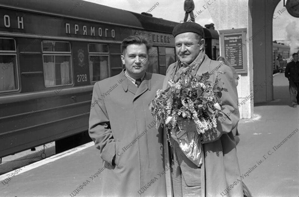 Ukrayna'nın Herson bölgesinde faaliyet gösteren ve yazar Gonçar'ın adını taşıyan Bilimsel Kütüphane'nin web sitesinde yazarın fotoğraf arşivi de yayınlandı.