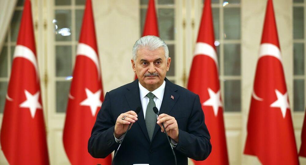 Başbakan Binali Yıldırım, Çankaya Köşkünde, 24 Kasım Öğretmenler Günü nedeniyle 81 ilden gelen öğretmenlerle bir araya geldi. Yıldırım, programın ardından gazetecilerin gündeme ilişkin sorularını yanıtladı.