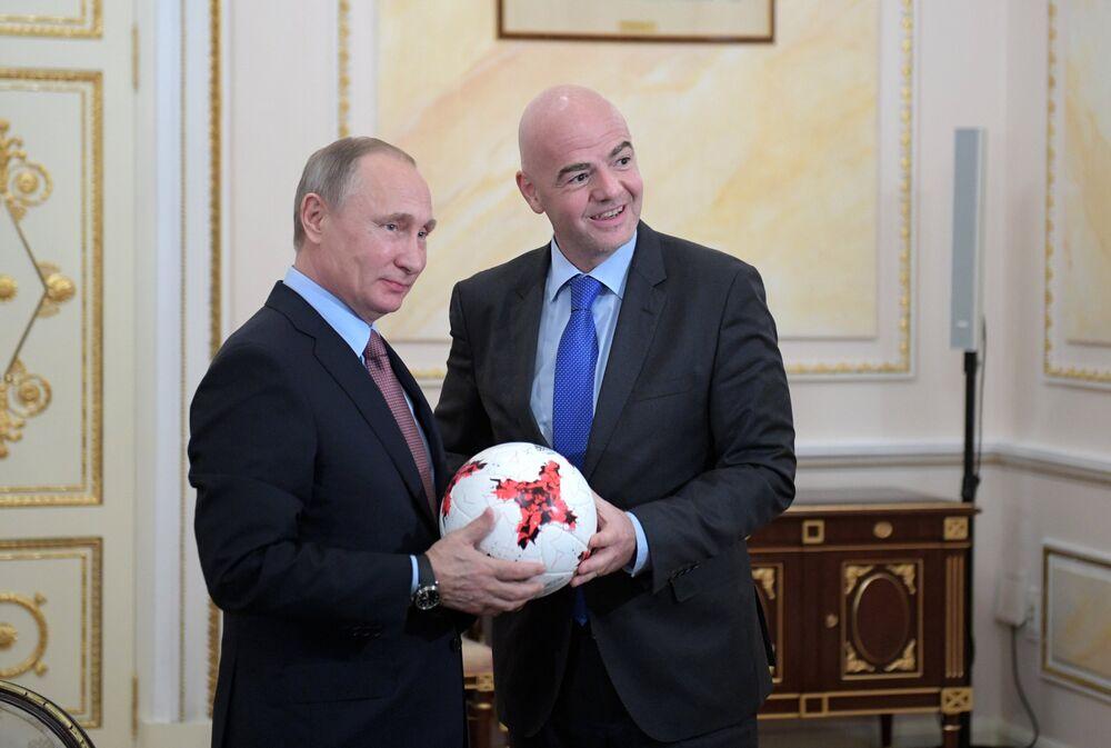Rusya Devlet Başkanı Vladimir Putin, ülkesinin ev sahipliği yapacağı FIFA 2018 Dünya Kupası çerçevesinde Federasyon'un Başkanı Valentina Infantino ile Kremlin'de bir araya geldi.