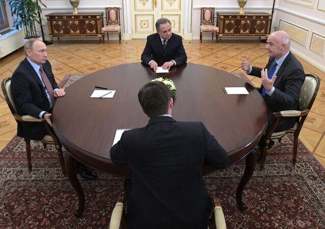 Rusya Devlet Başkanı Vladimir Putin, FIFA Başkanı Gianni Infantino'yu ağırladı