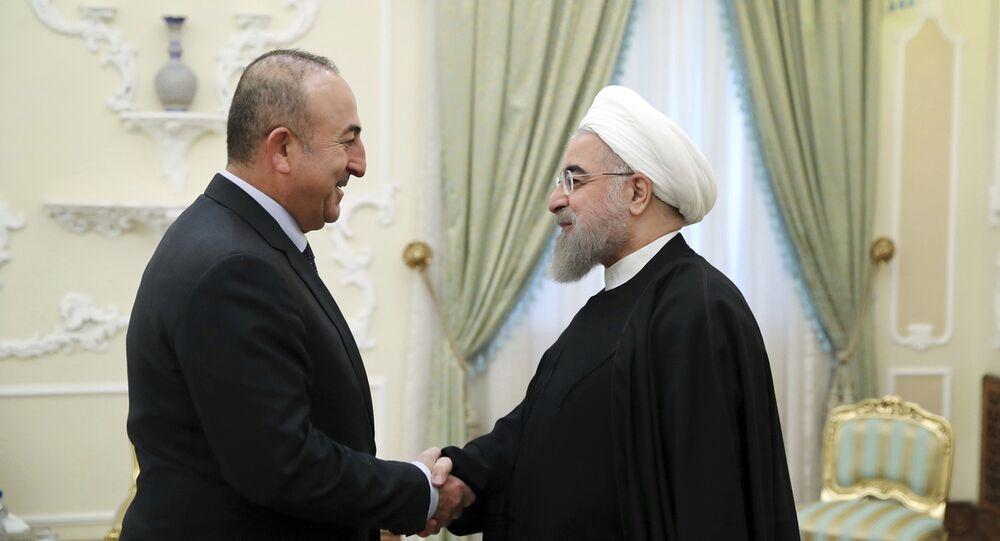 Çavuşoğlu İran Cumhurbaşkanı Ruhani ile bir araya geldi