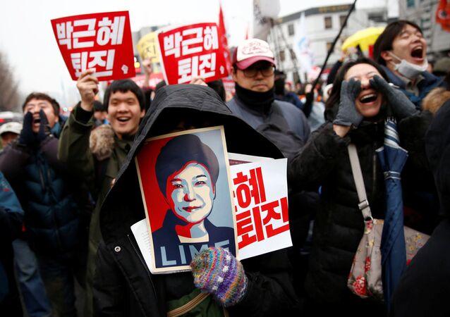 Devlet Başkanı Park'ın istifasını isteyen eylemciler-Seul