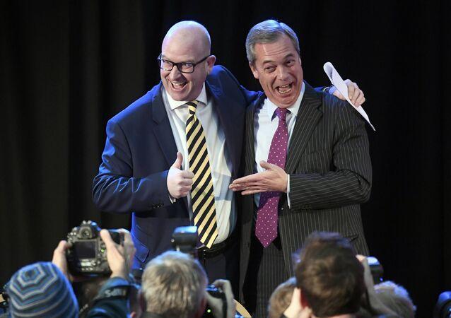 UKIP'in eski ve yeni liderleri Nigel Farage ve Paul Nuttall