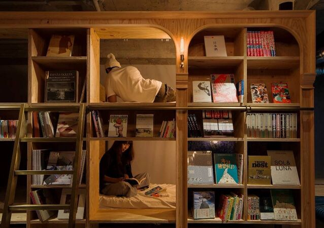 Tokyo -  Book and Bed