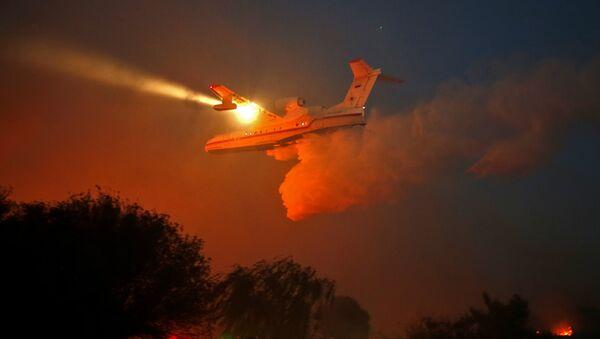 İsrail'deki yangınları söndüren Rus itfaiye uçakları - Sputnik Türkiye