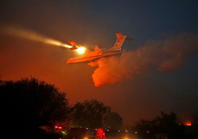 İsrail'deki yangınları söndüren Rus itfaiye uçakları