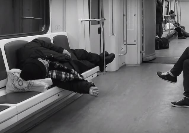 Rus fotoğrafçı Aleksey Domraçev, Rusya'nın başkenti Moskova'da her gün işe gidip gelirken kullandığı metroyu 5 yıl boyunca cep telefonu ile görüntüledi. Domraçev, çektiği görüntüleri tek bir videoda birleştirdi.