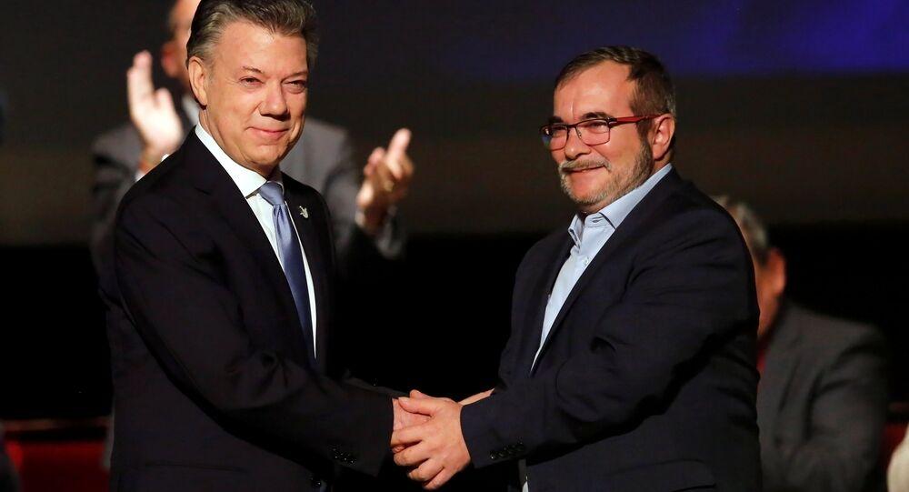 Kolombiya Devlet Başkanı Juan Manuel Santos ve FARC lideri Rodrigo Londono