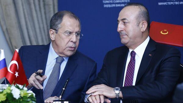 Dışişleri Bakanı Mevlüt Çavuşoğlu (sağda) ve Rus mevkidaşı Sergey Lavrov (solda), Türkiye-Rusya Ortak Stratejik Planlama Grubu Beşinci Toplantısı'nın ardından ortak basın toplantısı düzenledi. - Sputnik Türkiye