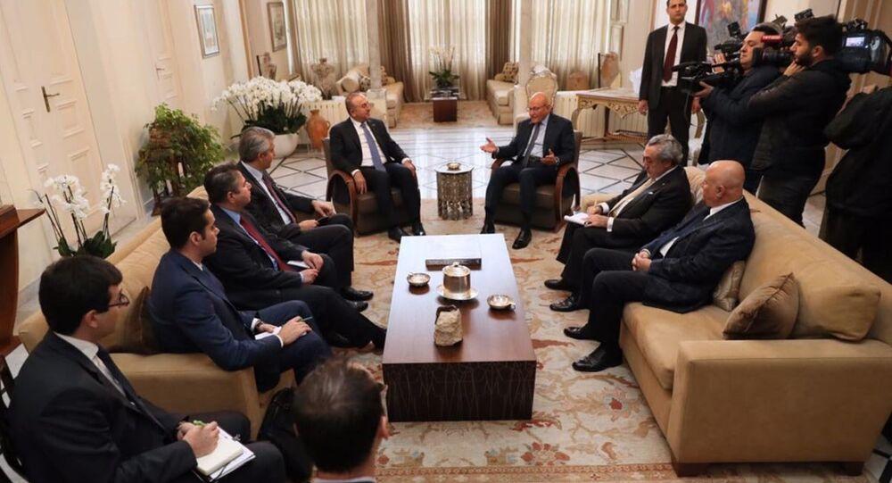 Dışişleri Bakanı Mevlüt Çavuşoğlu, çalışma ziyareti kapsamında geldiği Lübnan'da Başbakan Temmam Selam tarafından kabul edildi.