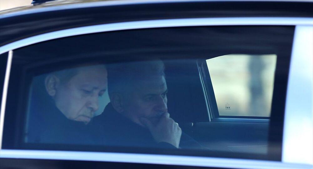 Cumhurbaşkanı Recep Tayyip Erdoğan ve Başbakan Binali Yıldırım, Cuma namazını Yıldırım Beyazıt Camii'nde kıldı. Erdoğan ve Yıldırım, daha sonra Cumhurbaşkanlığı makam aracıyla Esenboğa Havalimanı'nda bulunan camiden ayrıldı.