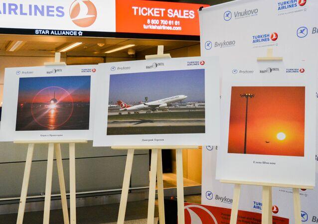 Moskova'nın Uluslararası Vnukovo Havaalanı'nda THY'nın fotoğraf sergisi açıldı.