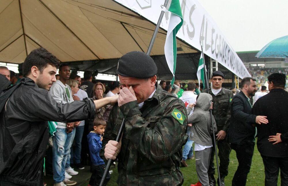 Chapecoense futbol takımının oyuncularının cenazeleri Brezilya'ya getirildi