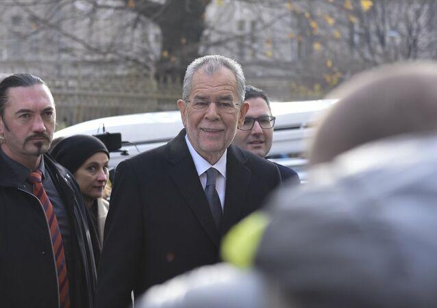 Avusturya'nın cumhurbaşkanı seçilen Alexander Van Der Bellen